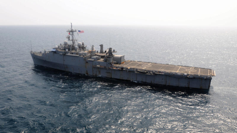 L'ESB UNSS Lewis B. Puller remplace l'USS PONCE Ponce210
