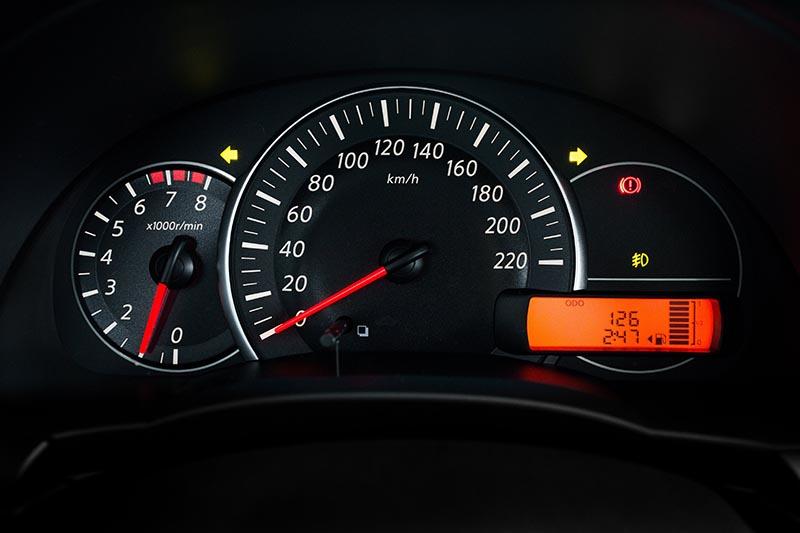Luz de indicação do farol de neblina. Nissan10