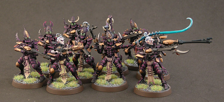 can someone tell me what colors these models are painted in Dekaba10