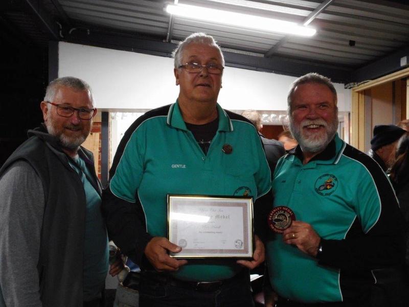 Dearnley medal awarded to Ron Howell Dscn0011