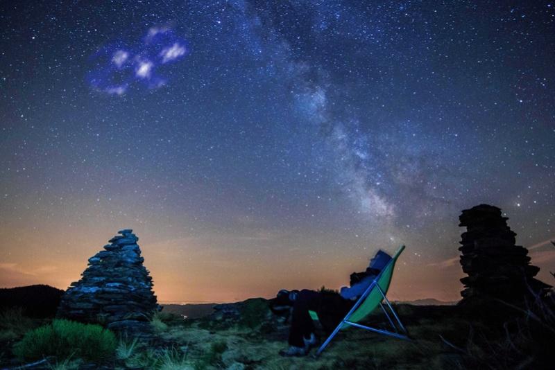 2012: le 07/08 à 23h30 - observation peu banaleLumière étrange dans le ciel  -  Ovnis à 44.292585, 3.840566 - Lozère (dép.48) Observ10