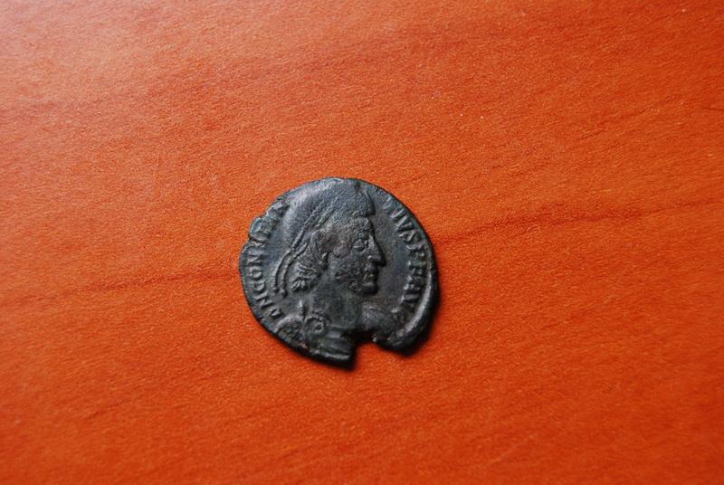 AE3 de Constancio II. FEL TEMP REPARATIO. Soldado romano alanceando a jinete caido. Ceca Roma. Dsc_0321