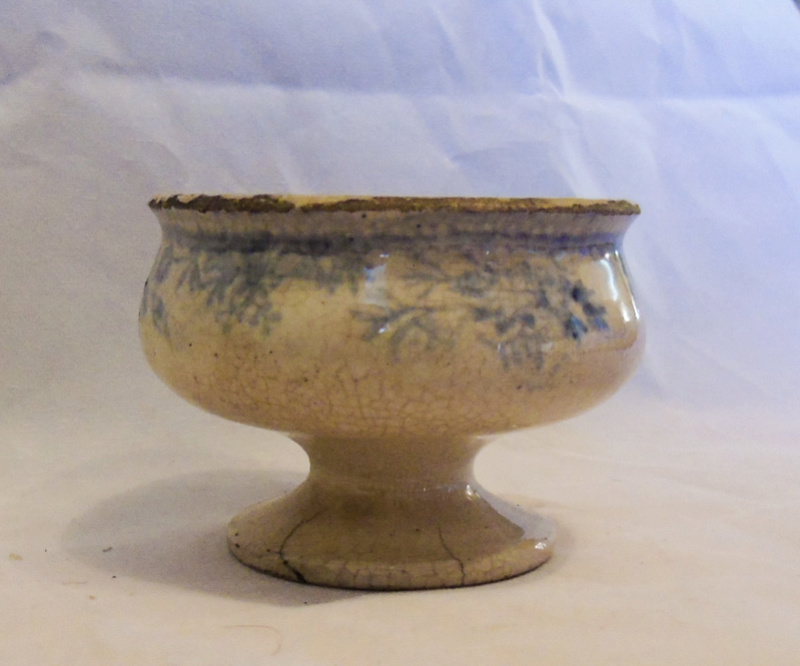 Trying to find any information on this small piece of pottery Dsc00716