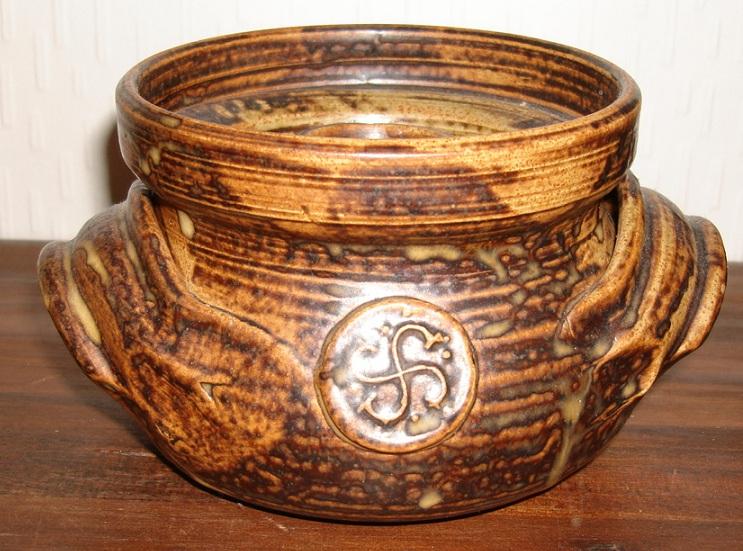 Lidded pot with SS design Dsc07116