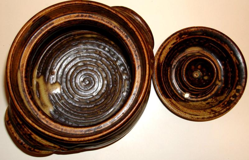 Lidded pot with SS design Dsc07820