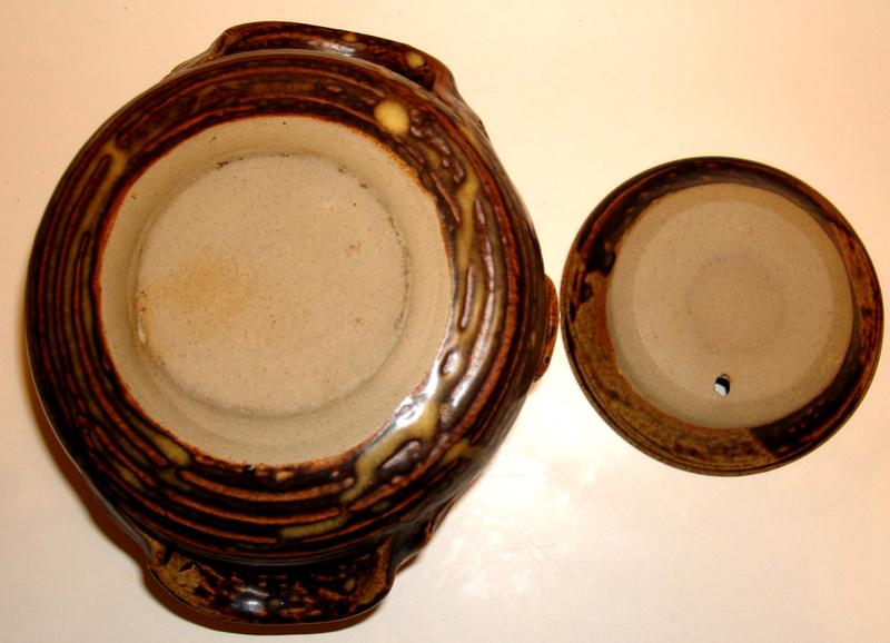 Lidded pot with SS design Dsc07821