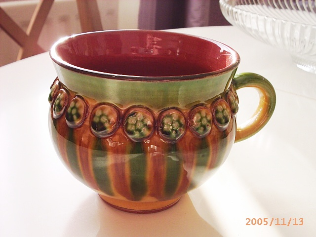 Cup with BL mark - Barrie Linfoot? Pictur24