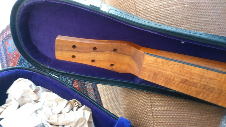 Je ne recommanderais pas.....ce luthier, la capitale de son pays est la plus éloignée de ma résidence d'été , 19186 km! - Page 5 Dsc_0314