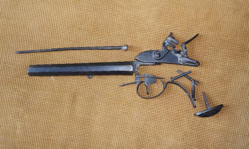 Pistola de pedernal hallada en cueva de Sonora Dsc06210