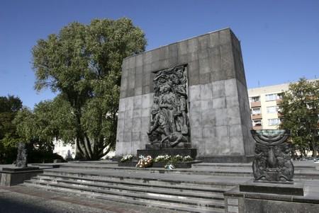 Pomnik Bohaterów Getta Pomnik10