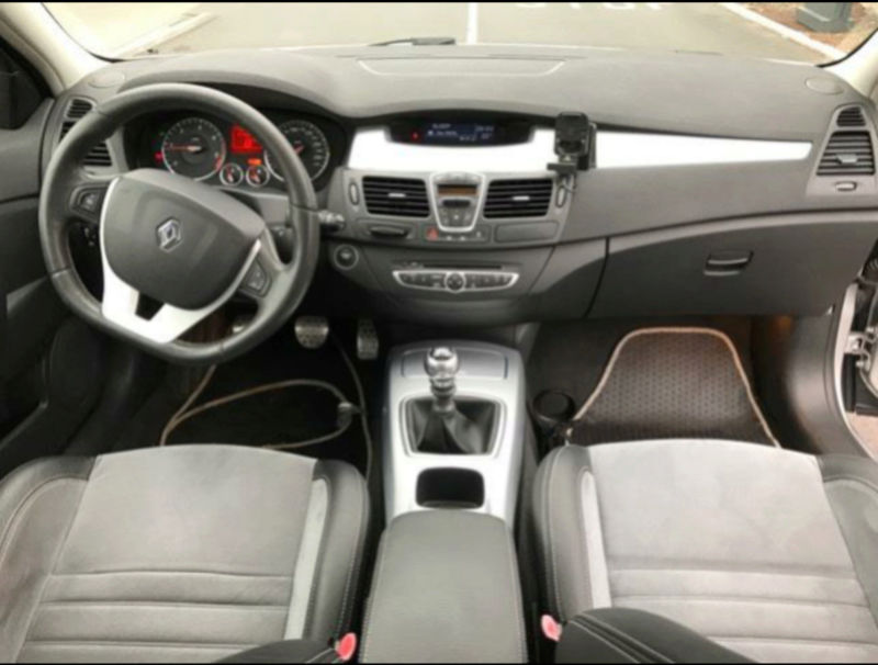 [LagunaGt59] Laguna III.1 Estate 2.0 dCi 180 GT 4Control Screen14