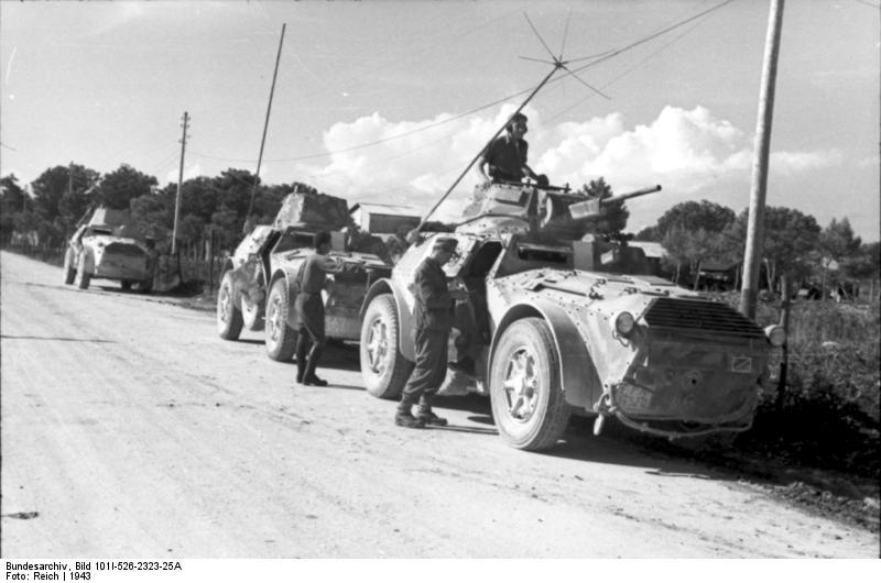 اسلحة الحرب العالمية الاولى و الثانية :الجزء الثانى العربة المدرعة الايطالية اب41 أوتوبليندا 41    AB 41 Vehicl16