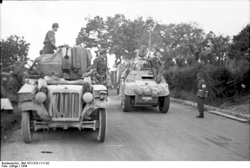 اسلحة الحرب العالمية الاولى و الثانية :الجزء الثانى العربة المدرعة الايطالية اب41 أوتوبليندا 41    AB 41 Weapon21