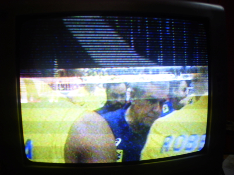 Tv PHILIPS 14PT3336/78 COM LINHAS DE RETRAÇO NA PARTE DE CIMA DA TELA Pict4416