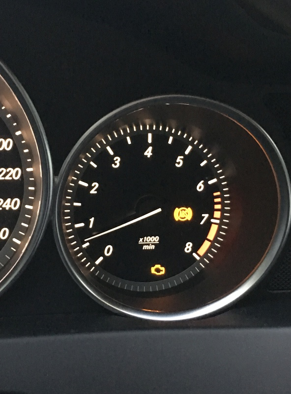 (W204): Falha do sensor dianteiro do freio ABS - Luz do ABS, controle de estabilidade e EBD acesas Img_0410
