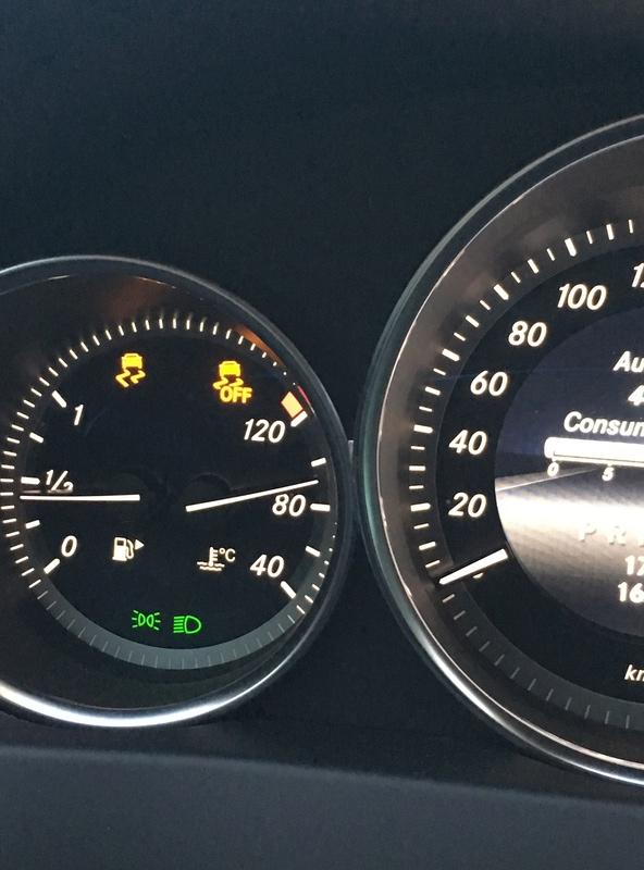 (W204): Falha do sensor dianteiro do freio ABS - Luz do ABS, controle de estabilidade e EBD acesas Img_0411