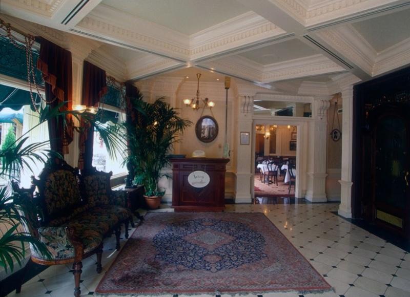(Histoire) Lilly's Boutique a remplacé une salle du Walt's - An American Restaurant Walt_s13