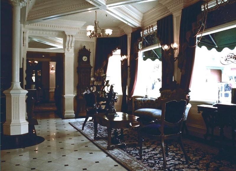 (Histoire) Lilly's Boutique a remplacé une salle du Walt's - An American Restaurant Walt_s14