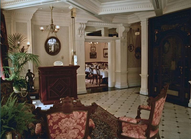 (Histoire) Lilly's Boutique a remplacé une salle du Walt's - An American Restaurant Walt_s17