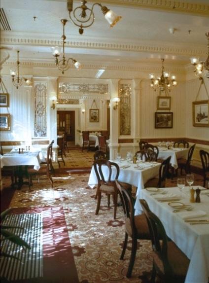 (Histoire) Lilly's Boutique a remplacé une salle du Walt's - An American Restaurant Walt_s18