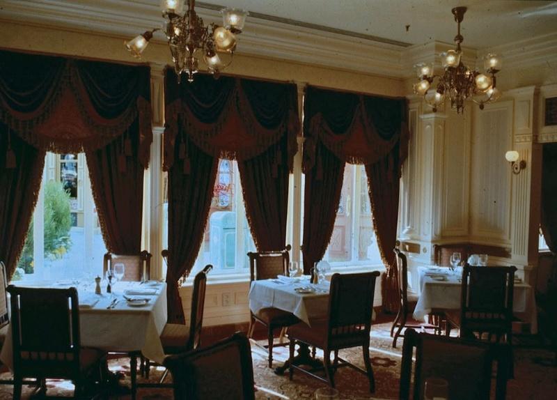 (Histoire) Lilly's Boutique a remplacé une salle du Walt's - An American Restaurant Walt_s20