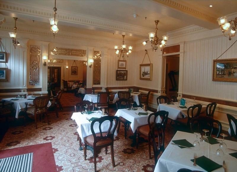 (Histoire) Lilly's Boutique a remplacé une salle du Walt's - An American Restaurant Walt_s22
