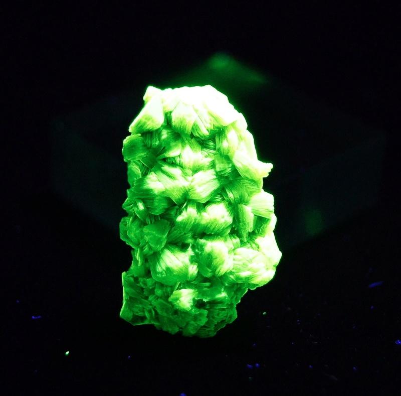 Fotos de minerales fluorescentes Fullsi55