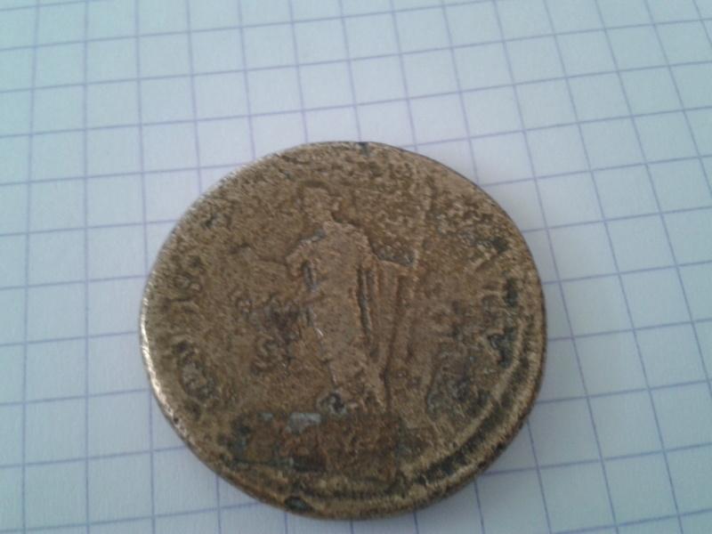 3 pièces romaines à identifier Antoin12