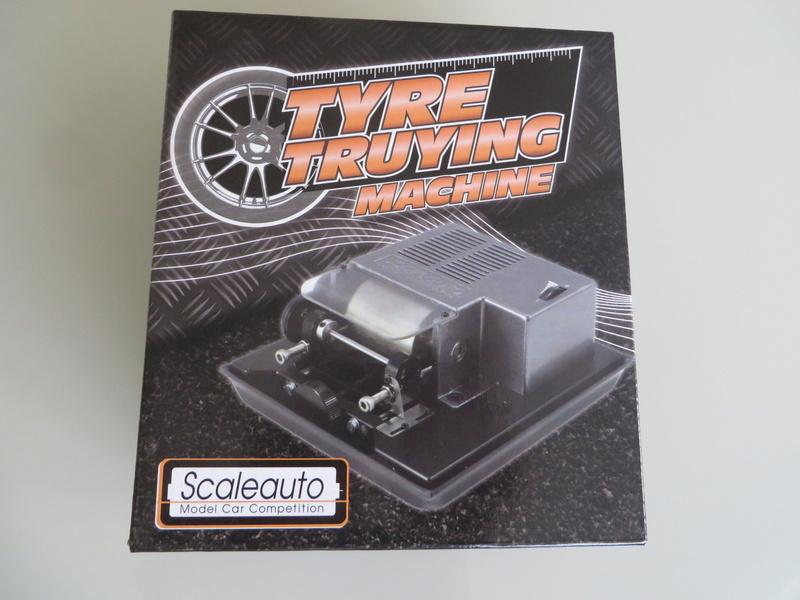 Tour à pneu Scaleauto SC-5072 quasi neuf - Tyre truing machine Img_4616