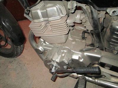 Crónica nigromántica: resurrección de una Honda CB250 de 1999 Cranke10