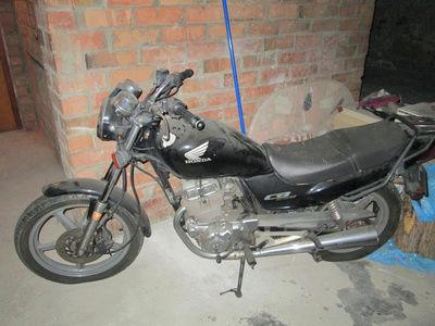 Crónica nigromántica: resurrección de una Honda CB250 de 1999 Hondac10