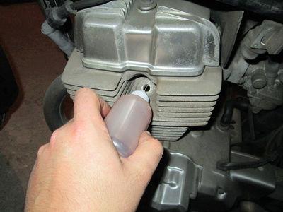 Crónica nigromántica: resurrección de una Honda CB250 de 1999 Oilcyl10