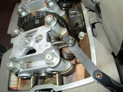 Crónica nigromántica: resurrección de una Honda CB250 de 1999 Reglaj10
