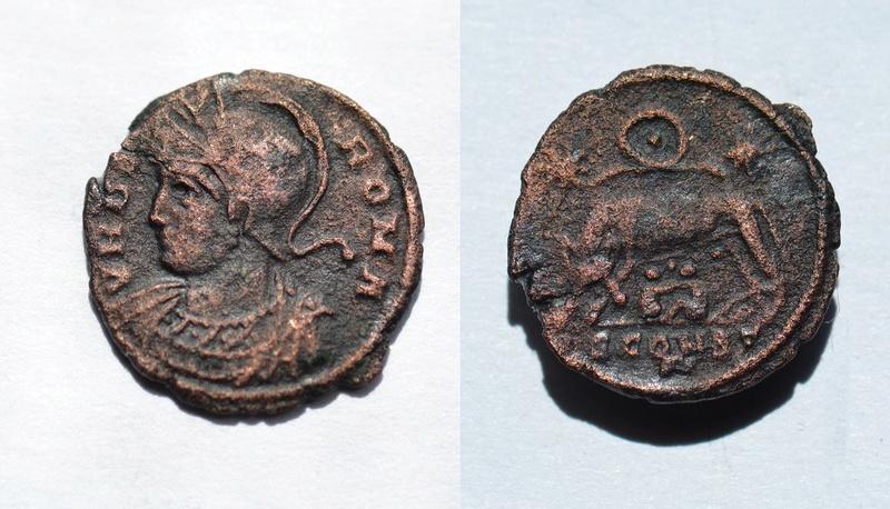 AE3 conmemorativa de Roma. VRBS ROMA. La loba capitolina con los gemelos. Ceca Arles. 410