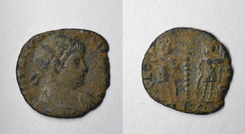 AE4 bajo imperio tipo reverso GLORIA EXERCITVS con estandarte entre dos soldados. Viyaza10