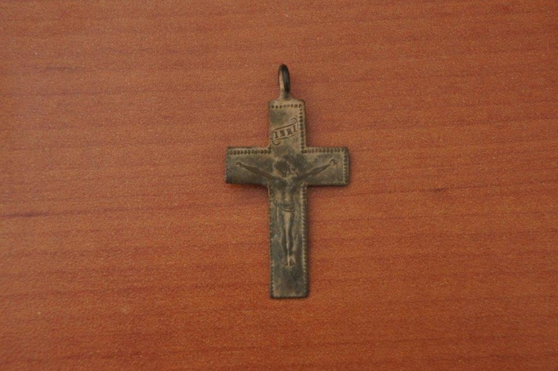 Crucifijo a identificar Dsc07412