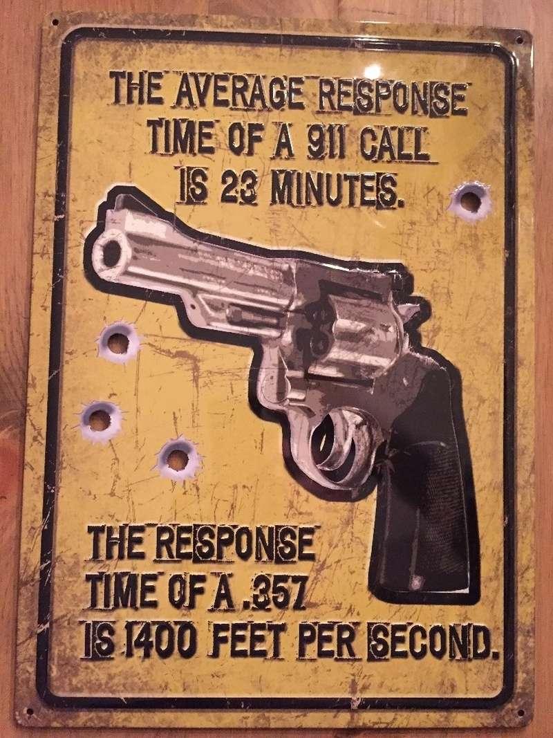 Voici 2 affiches de métal pour mon sous-sol trouvées au Texas 35711