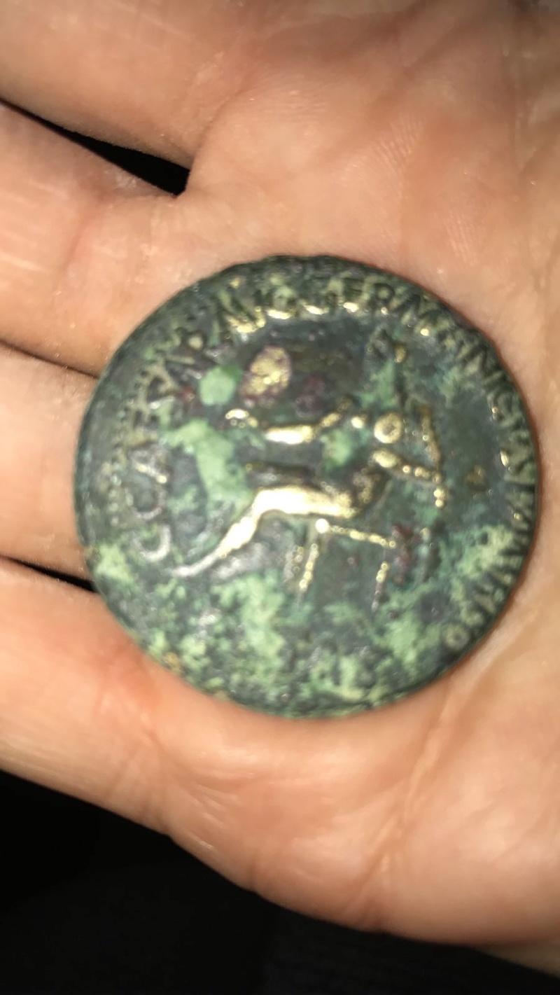 Sestercio de Caligula. DIVO AVG / S C. (?) Whatsa11