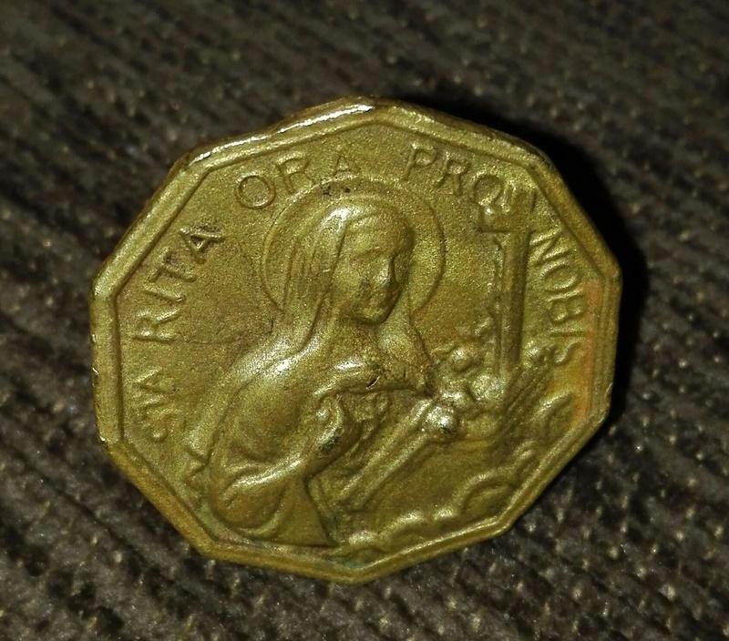 خاتم عليه شكل القديسة سانتا ريتا هل هو اثرى Img_2011