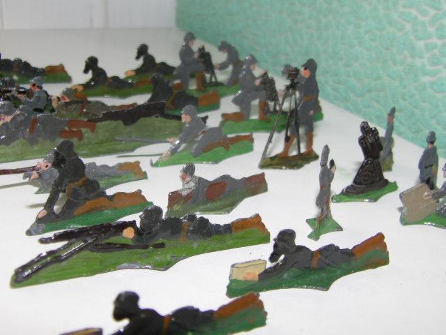 Les figurines anciennes, leurs accessoires et leurs décors. - Page 4 100_3232