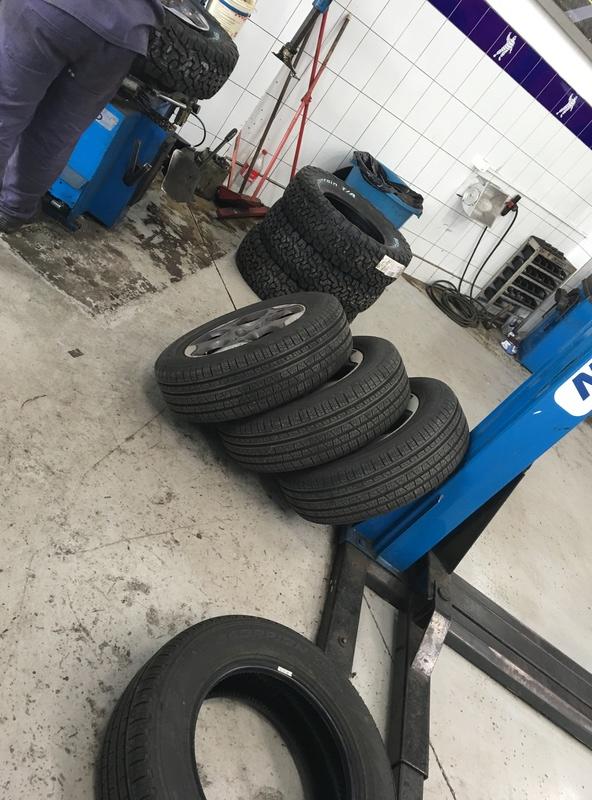 Medida do pneu BF para a versao 1.8 SPORT R16 Img_0711