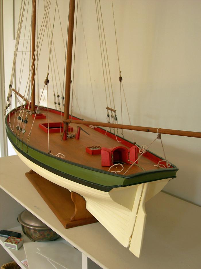 restauration maquette navigante ancienne d'un lougre de guerre/chasse début 19ème Dscn6622