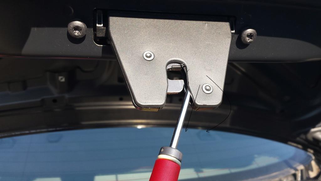 [BMW 320 d E90] Problème d'ouverture du coffre 20170913