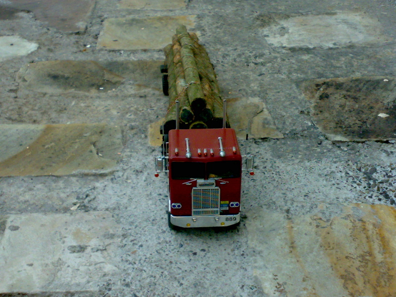CAMION FREIGHTLINER 1/32 19112012
