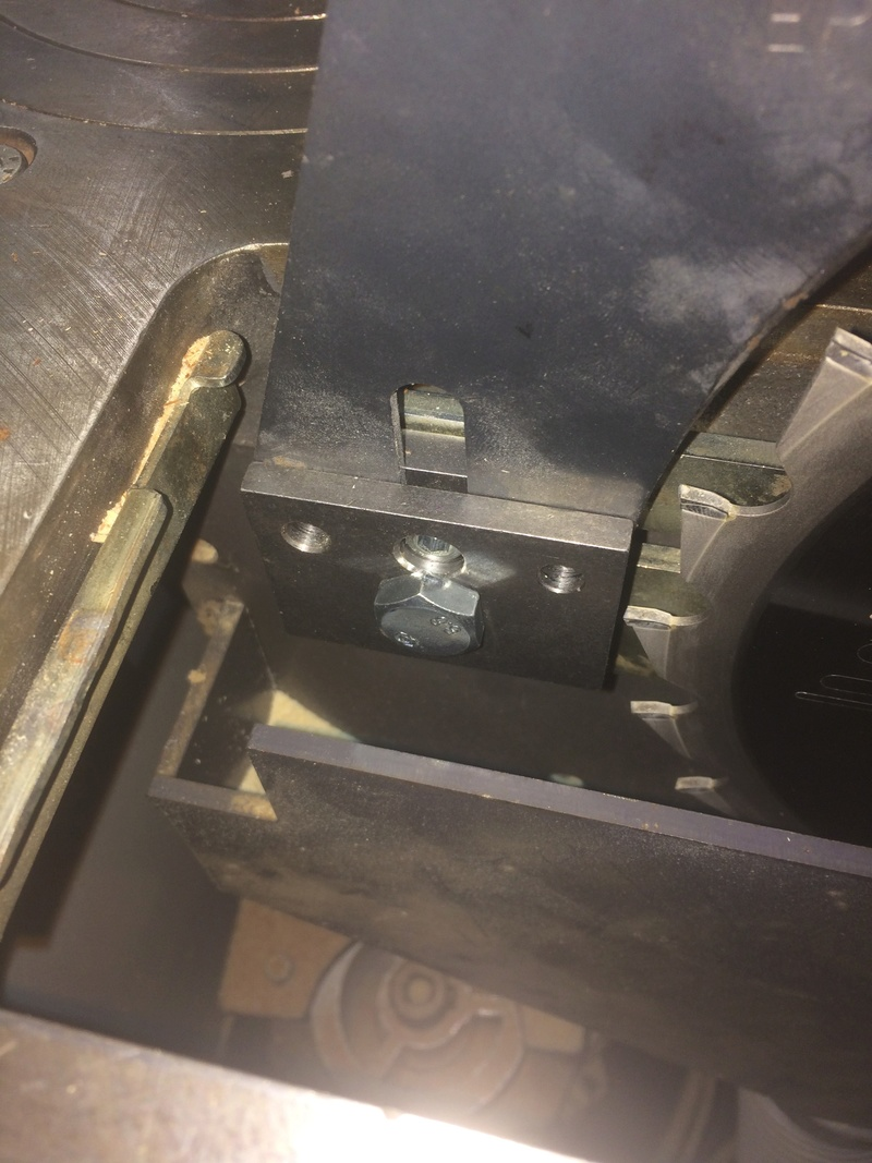 Question sur le montage d'un couteau diviseur Robland X31 Attach10