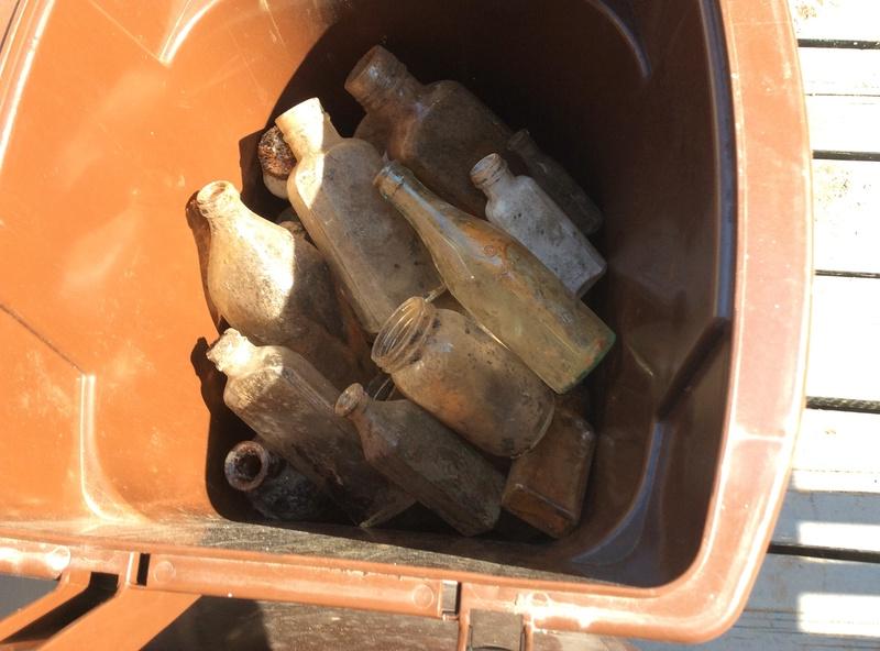 Comment nettoyer des bouteilles trouvées sous terre Img_0512