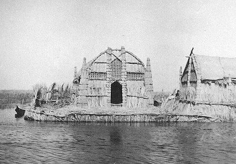 بيت من القصب في أهوار العراق A_oo_o10
