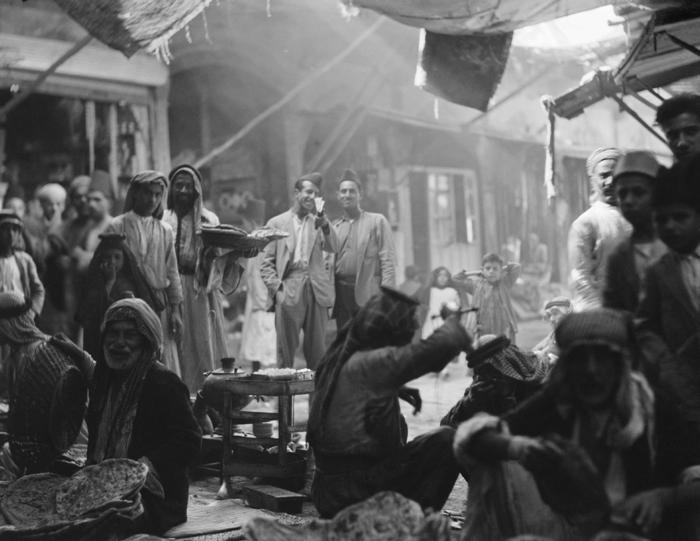 بيع الماكولات والشاي داخل الاسواق في بغداد قديمآ  A_oodu10