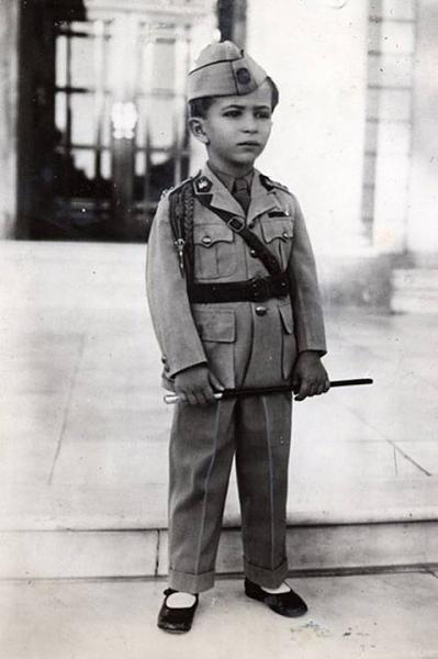 اصغر ملك في العالم نصب كملك على العراق وهو الملك فيصل الثاني من العائله الهاشميه Eu_o_o11