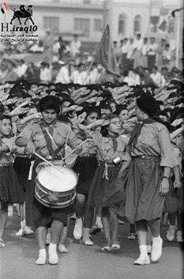 فرقة الكشافة التابعة لإحدى المدارس الإبتدائية للبنات في بغداد عام 1959 Ii_odi10